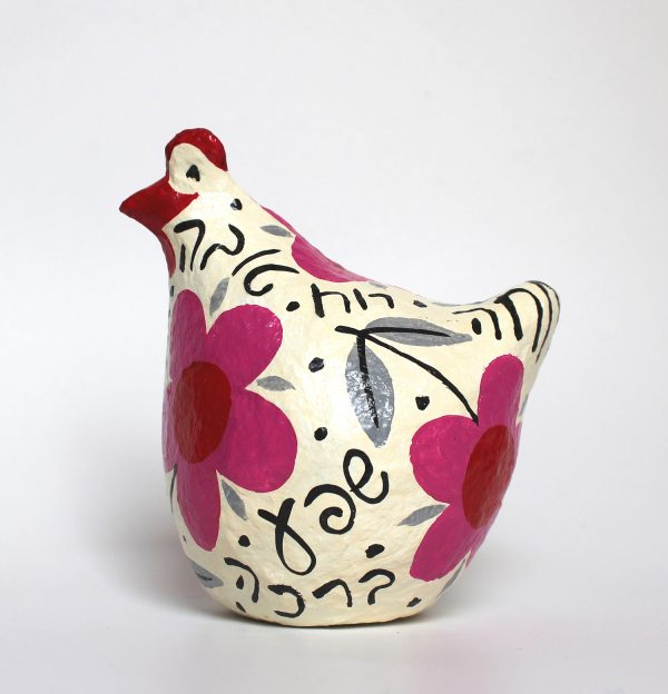 תרנגולת ברכות לבנה עם פרחים וורודים גדולים וברכות בעברית